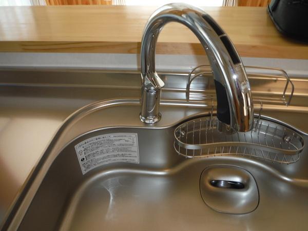自動水栓のキッチン
